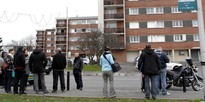 Devant l'immeuble de la cité Balagny,  où a eu lieu un contrôle de police au cours duquel un jeune homme est mort d'un arrêt cardiaque, à Aulnay-Sous-Bois, le 11 janvier 2012.