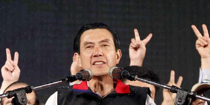 Ma Ying-jeou, un juriste de 61 ans formé aux Etats-Unis défend des relations apaisées avec la Chine, premier partenaire commercial de Taïwan.