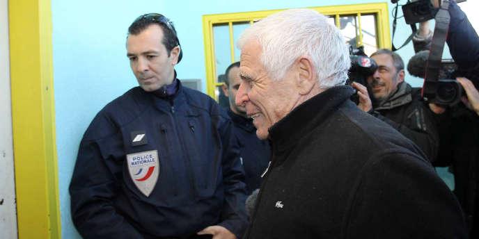 L'ex-maire de Vence Christian Iacono, 76 ans, arrive à la prison de Grasse le 9 janvier 2012.