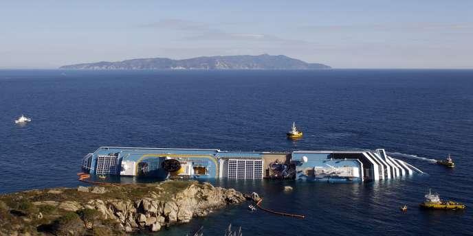 Le ministre de l'environnement italien a prévenu que même une fuite contenue serait fortement toxique pour la flore et la faune. Les environs de Giglio forment une réserve maritime naturelle.
