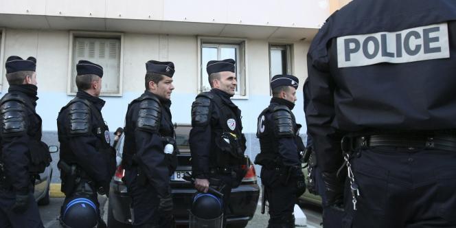 Des policiers en intervention à Marseille, en novembre 2010.