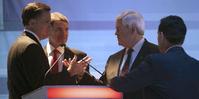 Mitt Romney, Rick Perry, Newt Gingrich et Rick Santorum, à l'issue du débat à Myrtle Beach, en Caroline du Sud.