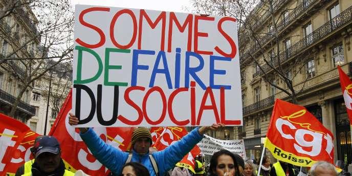 Des manifestations étaient organisés dans plusieurs villes de France pour dénoncer la politique gouvernementale, le 18 janvier (ici, à Paris).