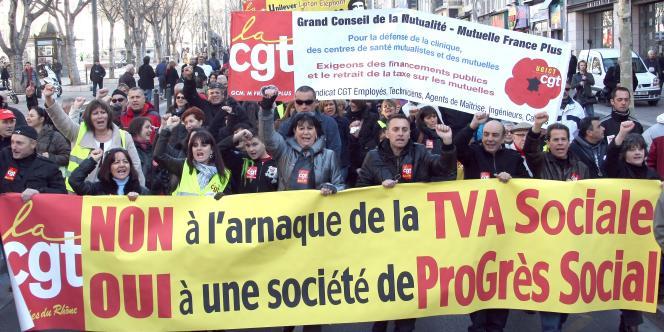 Des manifestations pour dénoncer la politique gouvernementale étaient organisées dans plusieurs villes de France, le 18 janvier, à l'occasion du sommet social (ici, à Marseille).