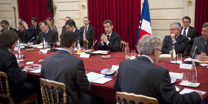 Nicolas Sarkozy et les représentants syndicaux à l'Elysée, lors du sommet social du 18 janvier 2012.