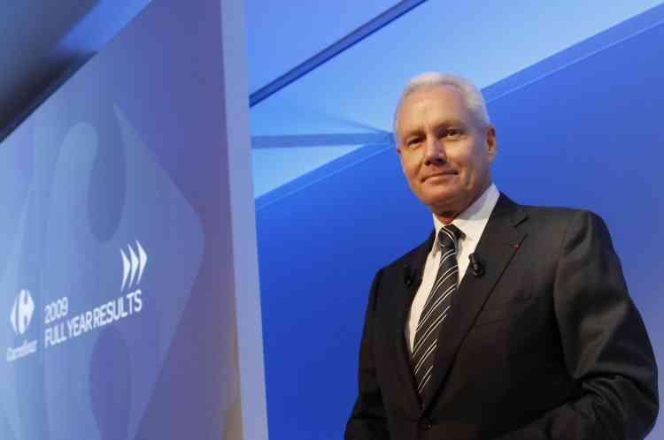 Malgré une année difficile pour le groupe, avec une chute de 70 % des profits, le directeur général de Carrefour, Lars Olofsson, a touché 3 111 185 euros en 2009.