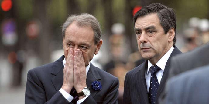 Bertrand Delanoë (à gauche) et Francois Fillon, lors de la célébration du 8 mai 1945, à Paris en mai 2009.