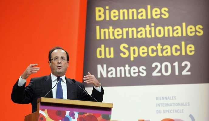 Le candidat socialiste à la présidentielle, François Hollande, lors de son discours sur la politique culturelle lors des Biennales internationales du spectacle à Nantes, le 19 janvier 2012.