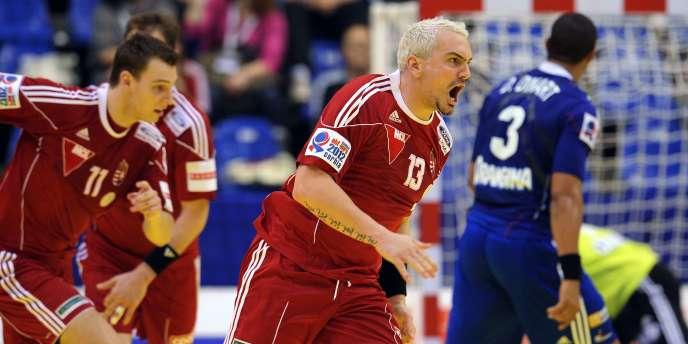 La France a fait une très mauvaise opération à l'Euro de handball en s'inclinant face à la Hongrie (26-23) vendredi 20 janvier à Novi Sad.