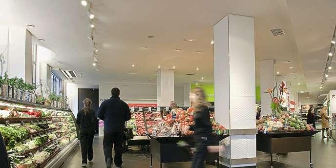 Monoprix (ci-dessous) ou Carrefour (ci-contre) déclinent le concept  des courses plaisir. Photo:Pierre Laurent Hahn/Monoprix