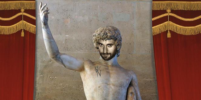 Autoportrait en  Antinoüs avec un tatouage, réalisé  en 2012 par -l'artiste  pour M Le magazine  du Monde. Photo:Francesco Vezzoli pour M Le magazine du Monde