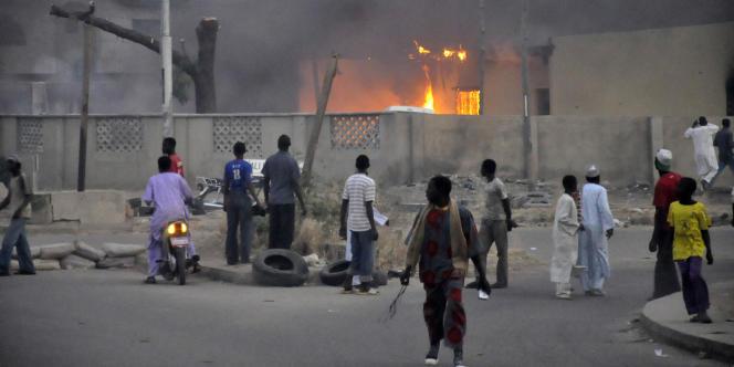 A Kano, le 20 janvier 2012, une série d'attaques revendiquées par la secte Boko Haram, avaient fait 185 morts. Elles visaient des bureaux de la police et des services de l'immigration ainsi que la résidence d'un responsable de la police.