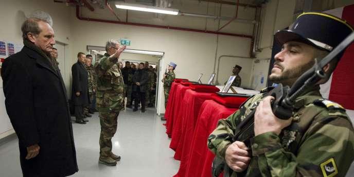 Le ministre de la défense, Gérard Longuet, est arrivé samedi matin à Kaboul.