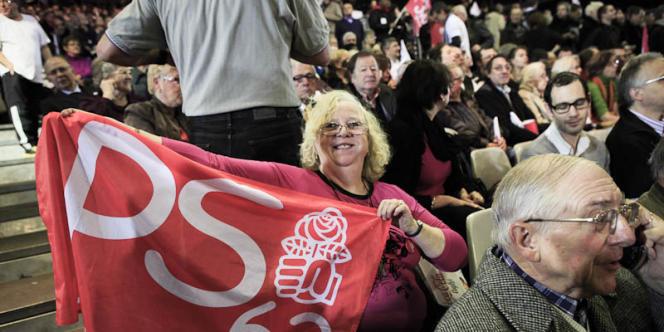 Des militants socialistes du Pas-de-Calais au meeting de François Hollande, le 22 janvier 2011.