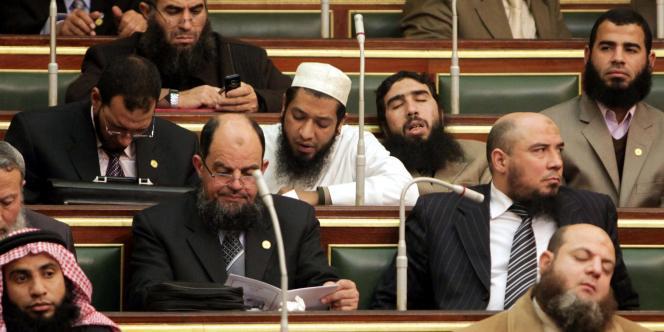 L'Assemblée du peuple égyptienne, dominée par les formations islamistes, tenait lundi 23 janvier sa séance inaugurale.