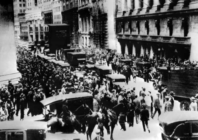 Foule aux abords du New York Stock Exchange, le 29 octobre 1929.