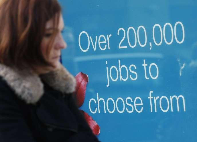 Forcer des chômeurs à effectuer des travaux d'intérêt général n'est pas nouveau au Royaume-Uni. Depuis 2011, un programme similaire a été lancé. Les JobCentres peuvent exiger d'un demandeur d'emploi qu'il effectue un stage de quatre semaines