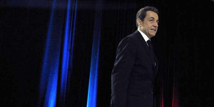 Nicolas Sarkozy à Cayenne (Guyane), le 22 janvier 2012, entre sur scène pour présenter ses vœux à l'Outre-Mer.
