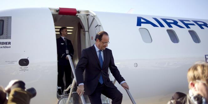 Dès son arrivée à l'aéroport de Toulon, François Hollande a réagi aux propos de Nicolas Sarkozy, qui l'a accusé d'avoir mené
