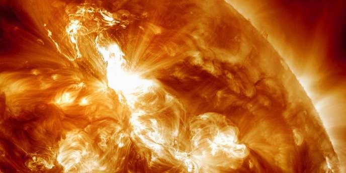 Cette image, fournie par la NASA, a été prise dimanche 22 janvier, et montre l'éruption dans l'hémisphère Nord du soleil.