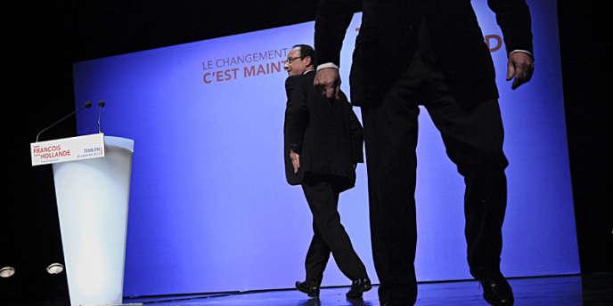 François Hollande, mardi 24 janvier, à son arrivée au Palais Neptune, à Toulon, pour son premier meeting après sa véritable entrée en campagne, dimanche.
