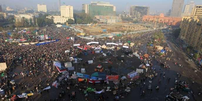 Les manifestants réunis sur la place Tahrir, le 25 janvier 2012.