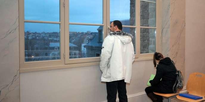 Sandrine et Frank Lavier avant leur comparution jeudi 26 janvier 2012 au tribunal de Boulogne-sur-mer.
