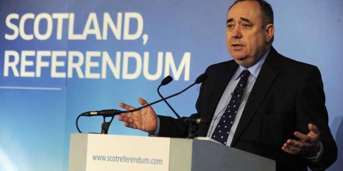 Alex Salmond présentant son plan pour l'indépendance de l'Ecosse, le 25 janvier 2012. Le premier ministre du Scottish National Party estime qu'en échappant au modèle anglo-saxon imposé par Londres, l'Ecosse pourrait bâtir une social-démocratie à la suédoise, plus forte.