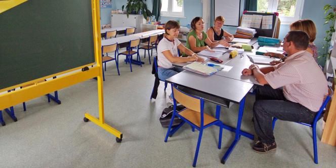 Comment supprimer des postes à la rentrée 2012 alors que les effectifs d'élèves attendus sont en hausse ?