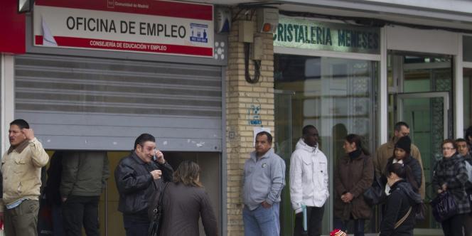 Le nombre de personnes inscrites au chômage en Espagne est tombé sous les 25 % au deuxième trimestre 2014.