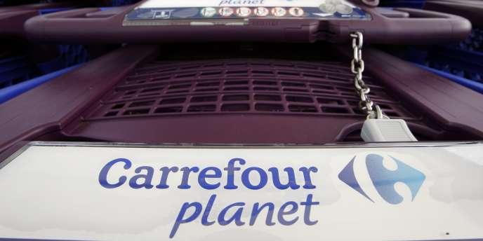 Des Caddie dans un magasin Carrefour Planet, le 19 janvier à Bordeaux.