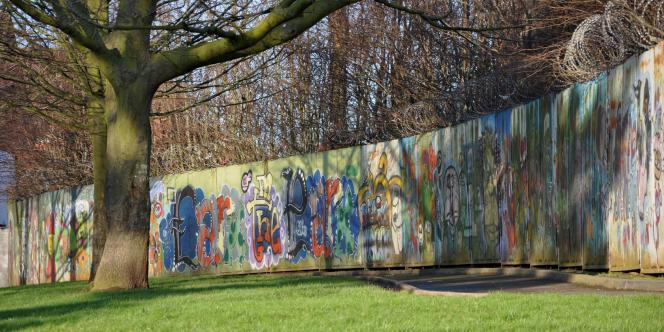 Le mur qui partage l'Alexandra Park.