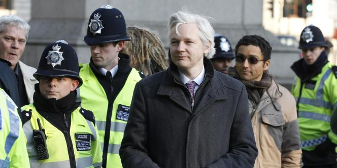 Julian Assange à son arrivée au tribunal, le 1er février.