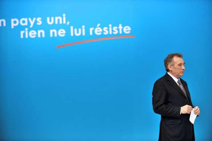 François Bayrou, candidat centriste à l'élection présidentielle, lors d'un meeting à Clermond-Ferrand, lundi 30 janvier.