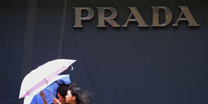Le groupe Prada, icône du chic italien, compte doubler le nombre de boutiques en propre d'ici à cinq ans.