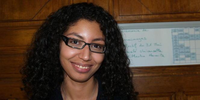 Zineb a déjà trouvé un employeur depuis six mois. Pourtant elle ne peut pas travailler car la préfecture fait traîner son dossier.
