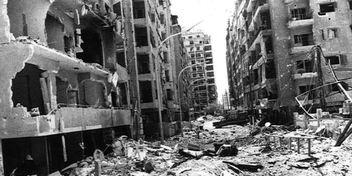 Scènes d'après-guerre dans les rues de Hama, au moment du siège de la ville par les troupes de Hafez Al-Assad, en février 1982.