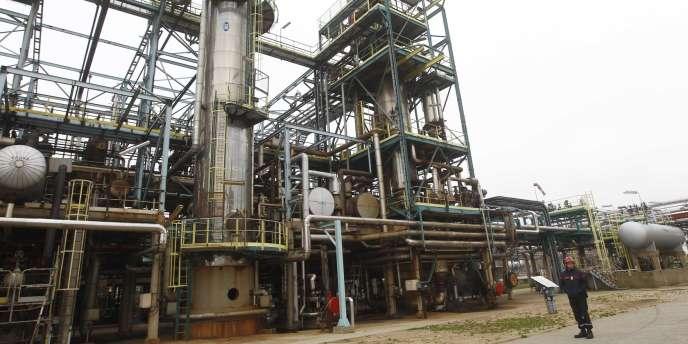 Un employé de la raffinerie Petroplus de Petit-Couronne, le 30 janvier 2012.