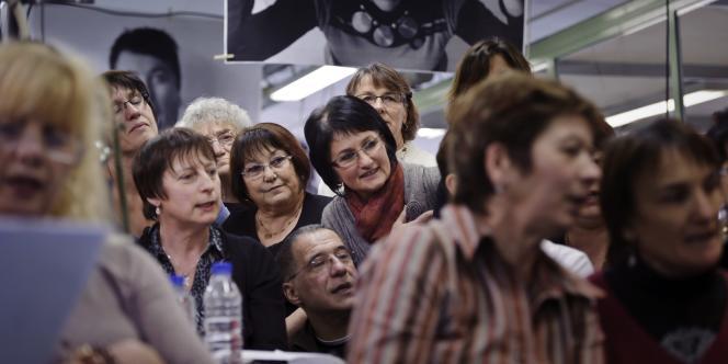 Des salariés de Lejaby à Yssingeaux en Haute-Loire, le 1er février 2012.