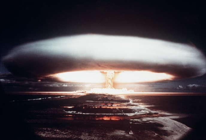 Essai nucléaire français, à Mururoa, en 1971.