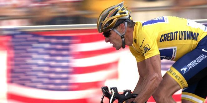 Lance Armstrong, le 25 juillet 2004, sur les Champs-Elysées.