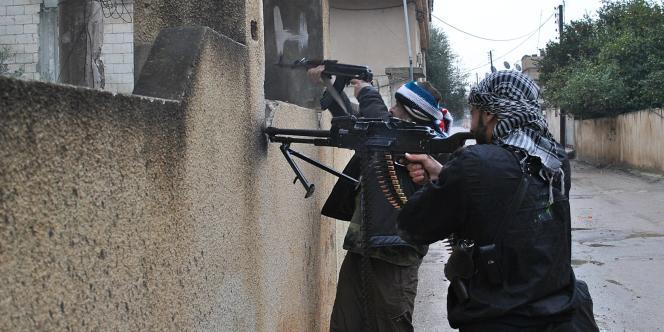 Des membres de l'Armée syrienne libre, à Rastan, le 31 janvier 2012.
