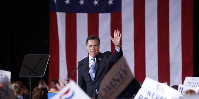 Mitt Romney salue ses partisans, le 4 février 2012, à Las Vegas.