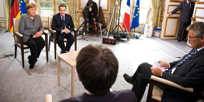 Nicolas Sarkozy et Angela Merkel, le 6 février à l'Elysée, lors d'un entretien accordé aux chaînes française France 2 et allemande ZDF.