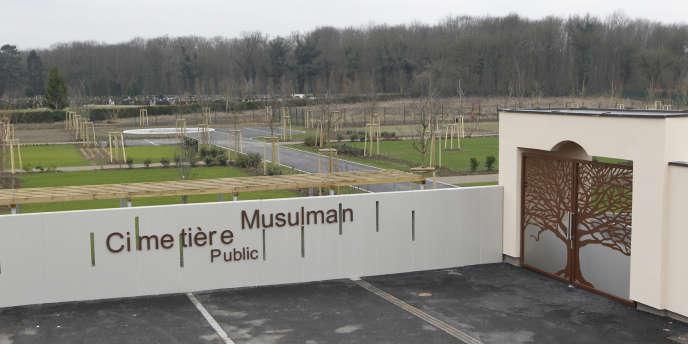 Afin de satisfaire au rituel musulman, le plan du cimetière de Strasbourg est orienté en direction de La Mecque. Une salle d'ablutions et une place destinée à la prière ont été prévues.