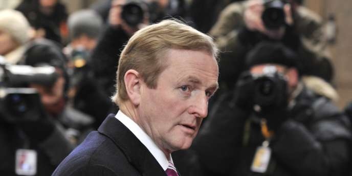L'objectif du gouvernement d'Enda Kenny est de continuer avec deux années d'austérité supplémentaires, pour réduire le déficit à 4,8 % du PIB en 2014 et passer sous la barre des 3 % en 2015.