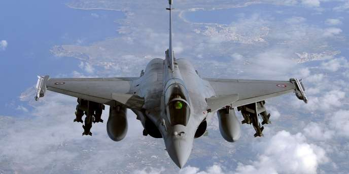 En février, le PDG de Dassault aviation, Eric Trappier, avait exprimé son optimisme sur les chances de conclure avant la fin 2013, voire dès l'été, un mégacontrat portant sur la vente de 126 avions de chasse Rafale à l'Inde – ici un avion de combat Rafale en mars 2011.