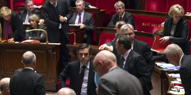 Le premier ministre François Fillon quitte l'hémicycle, le 7 février 2012, après l'intervention du député Serge Letchimy fustigeant les propos de Claude Guéant sur 'les civilisations
