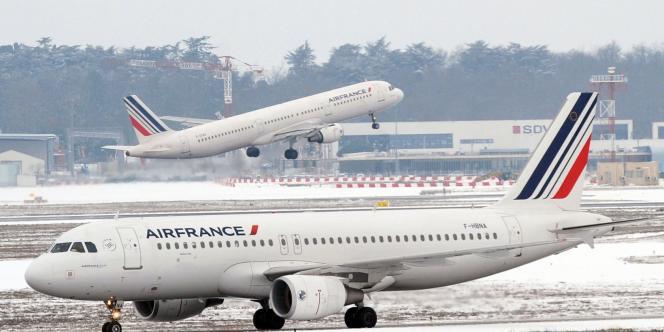 Les ONG proposent par exemple de mettre fin à l'exonération de taxe et de TVA pour le kérosène utilisé dans l'aviation.