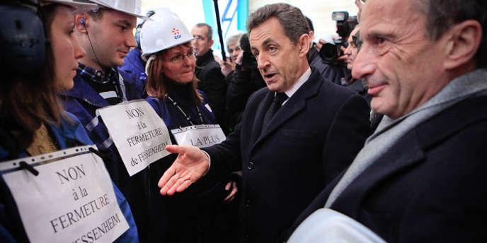 Nicolas Sarkozy avec les ouvriers de la centrale de Fessenheim (Haut-Rhin), jeudi 9 février.